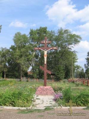 Поклонный крест у Петропавловского храма с.Елово